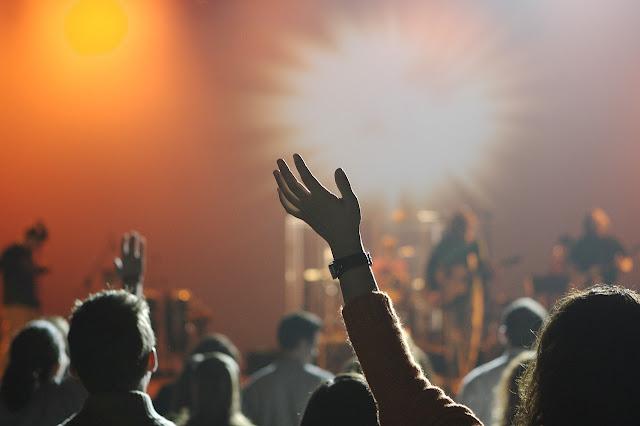 Dizimar é uma forma de adoração a Deus