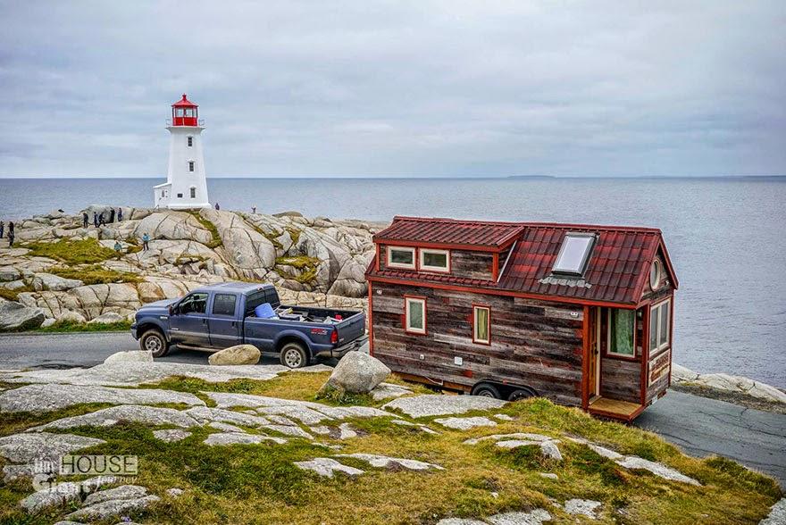 Casa o cabaña rodante jalada por una camioneta