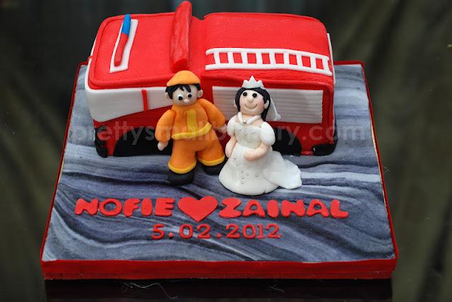 kek hantaran unik ahli bomba