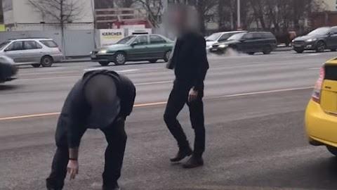 Buszsofőr és taxisofőr verekedett össze a Váci úton