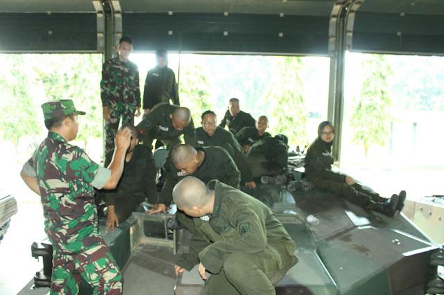 Pengenalan Yonkav 1 Kostrad Kepada Calon Anggota Resimen Mahasiswa Politeknik Negeri Jakarta