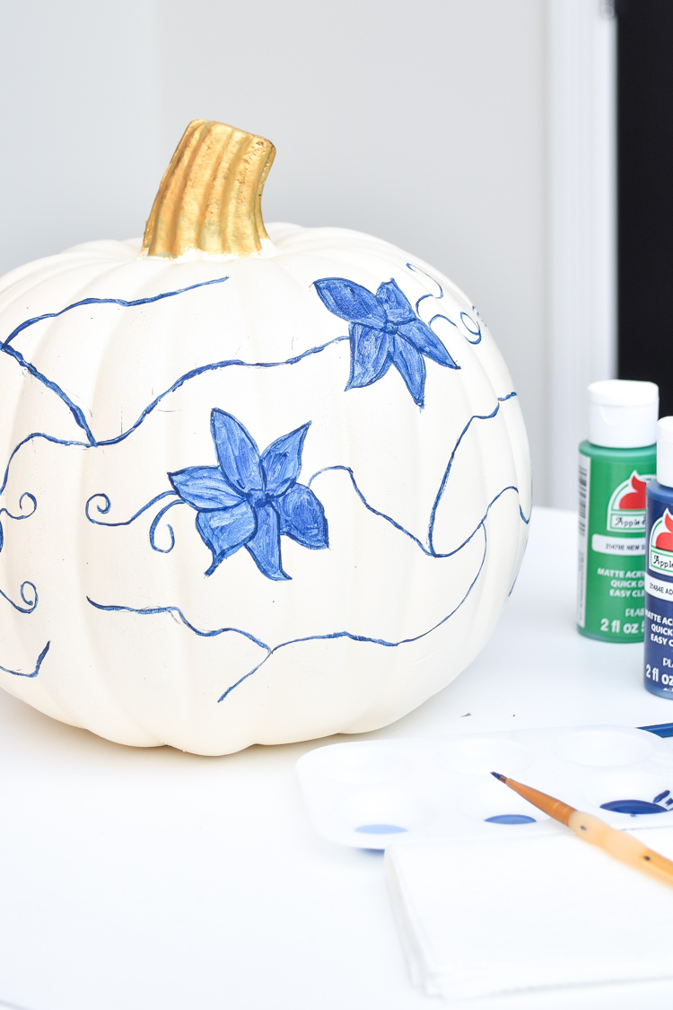Tutorial for blue & white chinoiserie pumpkin- paint a gorgeous ginger jar inspired pumpkin for your fall decor. | #chinoiserie #manteldecor #DIY #falldecor #fallDIY #pumpkin #fallcrafts #fallcraft