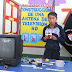 Escolar crea antena con material reciclado para que sus padres vean noticiarios