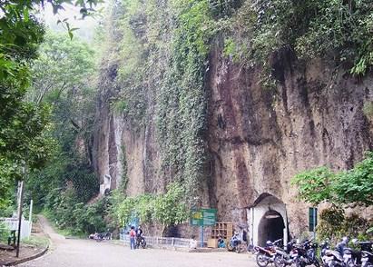 Pesona Keindahan Wisata Goa Jepang Di Ciburial Bandung Jawa Barat Ihategreenjello