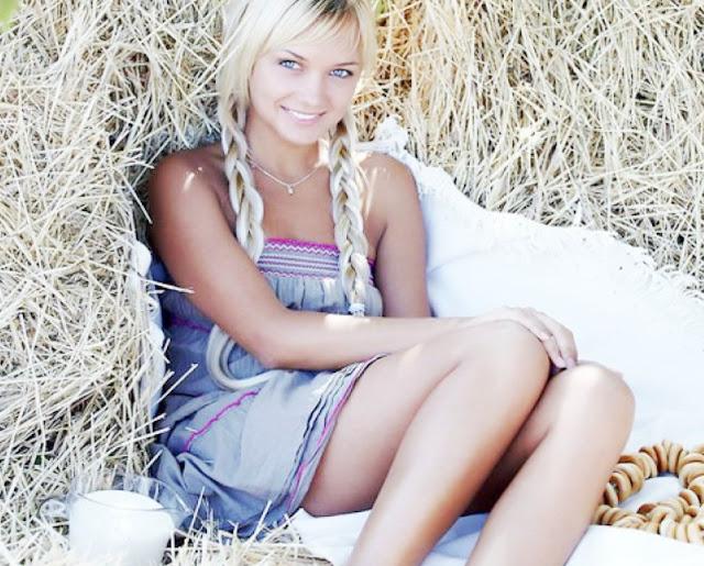 Девчушка с косичками голая на фермы и www.eroticaxxx.ru: (Голые девушки из деревни)
