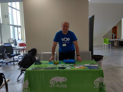FOSSCOMM day 2, openSUSE-GNOME-GNUHealth booth