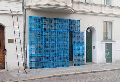 Rahasia Pallet Plastik - Rajapallet - Dinding pallet plastik