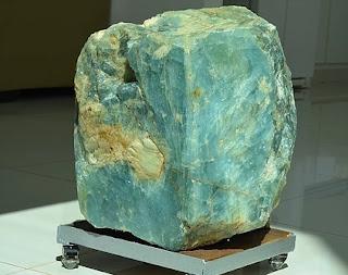 água-marinha com 149,1 kg