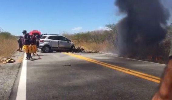 Acidente envolvendo uma ambulância e um EcoSport deixa 4 pessoas mortas na Paraíba