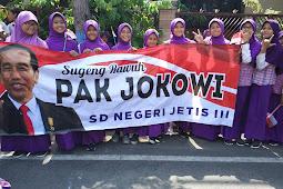 SDN Jetis Ikut Menyambut Presiden Jokowi