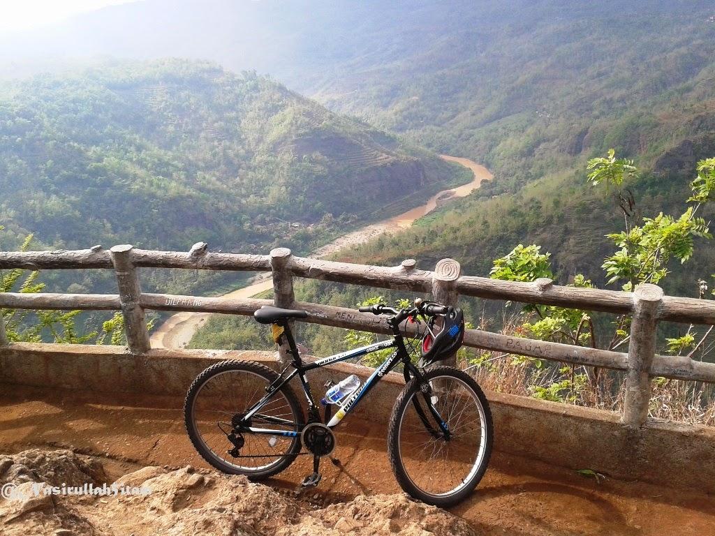 Sepedaku nampang di Hutan Pinus, Kebun Buah Mangunan, Puncak Becici, dan Embung Nglanggeran