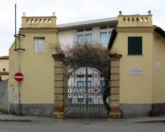 The entrance of the former villa Tommasi, now a private school run by the Mantellate sisters, Via Serafino De Tivoli, Livorno