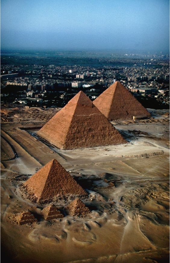 Pairs Trading - Great Pyramids of Giza, Cairo, Egypt