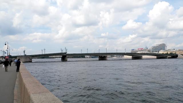 Сведение Литейного моста
