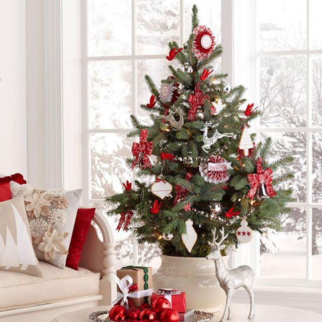 scandinavian-swedish-style-christmas-decor-tree-beautiful-room