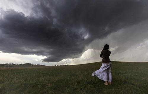 Heboh Suara Adzan Hentikan Angin Ribut Badai