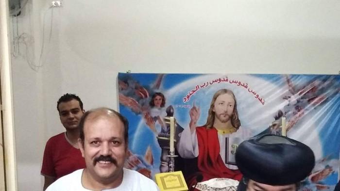 عاجل نشطاء يتداولون صورالشهيد عماد كمال وابنه ديفيد شهداء الاعتداء في المنيا اليوم
