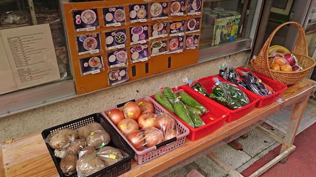 商品の野菜と果物
