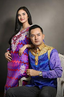 Foto Faby Marcelia dengan Suaminya Revand Narya
