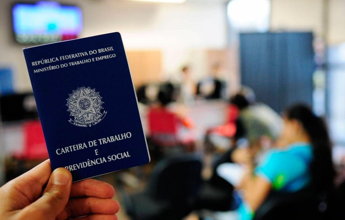 País perdeu 497 mil vagas com carteira assinada no período de um ano