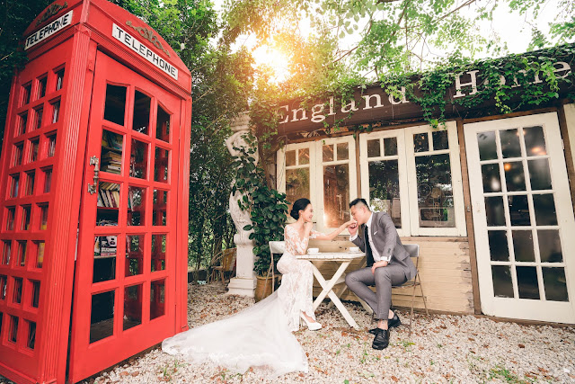 red telephone box pre wedding