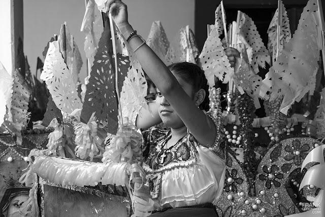 mujer de teotitlan del valle en fiesta