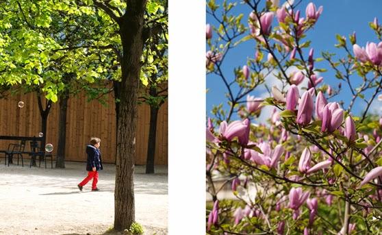 Leg og blomster i solen i Jardin du Palais Royal i Paris