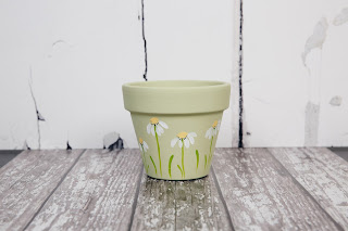 Using DecoArt Chalky Finish and You Can Folk It Series 1 Starter and Daisy details kit, we created this beautiful planter perfect for any home.