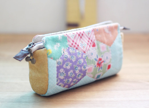 Pencil Case, Purse, Cosmetic Makeup, Bag Storage, Zipper Wallet. DIY Tutorial in Pictures.