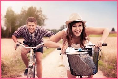 sifat wanita yang disukai pria adalah yang bisa bersenang-senang