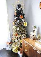 http://www.akailochiclife.com/2015/12/decorate-it-black-and-gold-ombre-tree.html