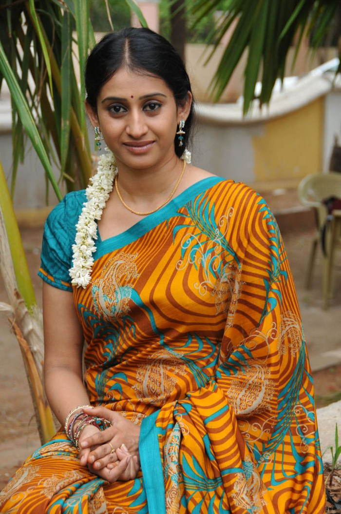 Meena Cute Wallpapers Telugu Tv Serial Actress Meena In Yellow Saree Picture
