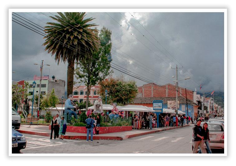 Entrada al centro de Cotacachi Ecuadorr - SuperPhotoPro