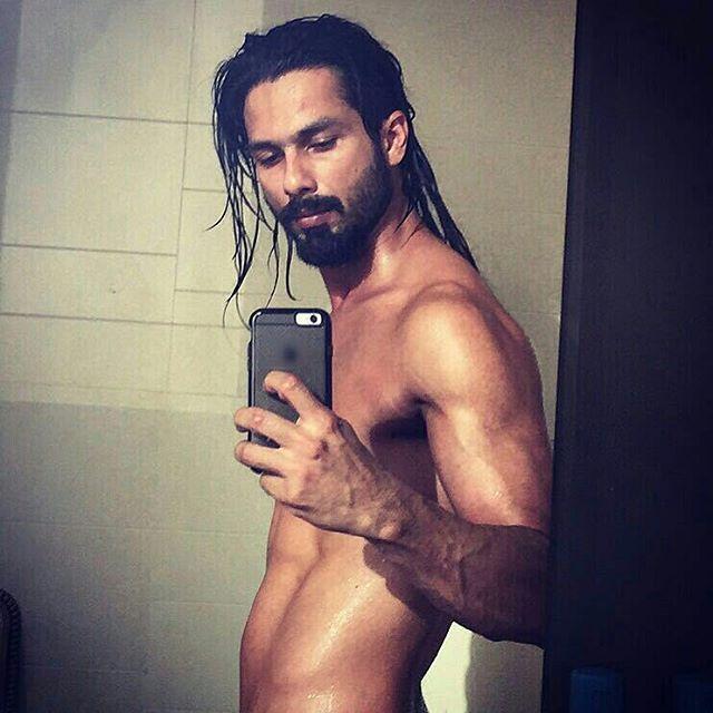 Shahid Kapoor's sexy shirtless selfies