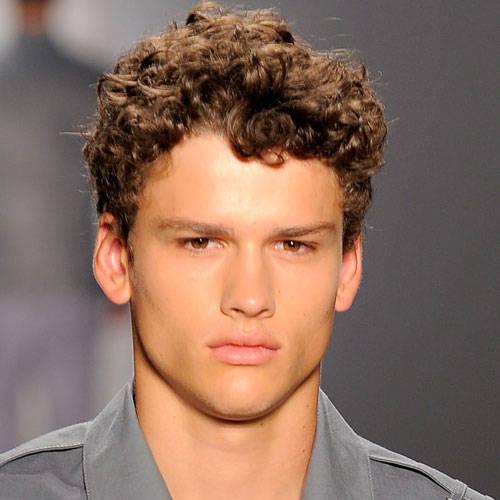 trend short curly haircut men