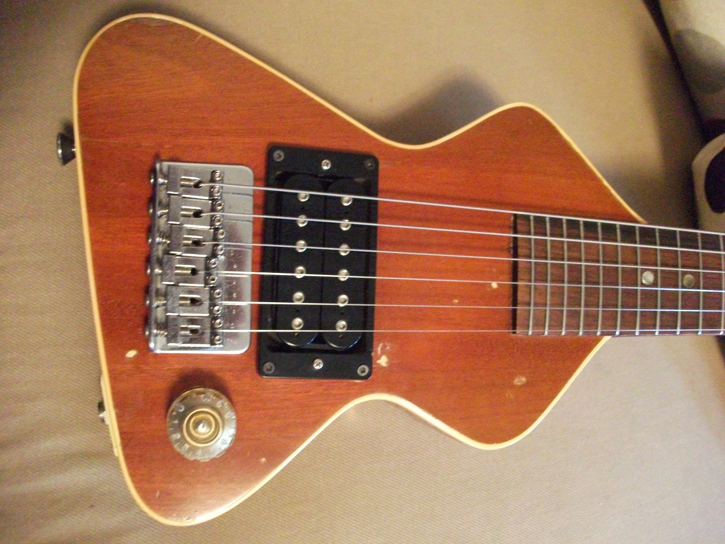 Marcel van Oort's Guitars and Equipment: Chiquita Travel Guitar