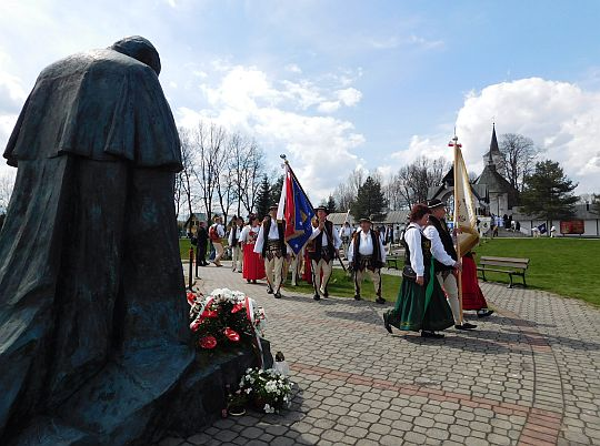 Przed pomnikiem Ojca Świętego Jana Pawła II.