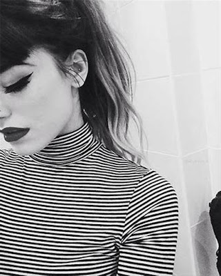 pose selfie sola tumblr