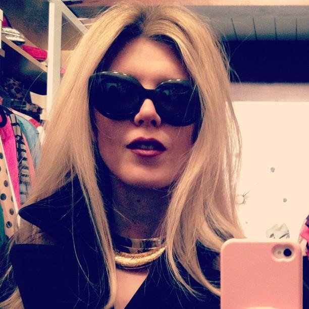 dark lips, big hair, vintage sunglasses