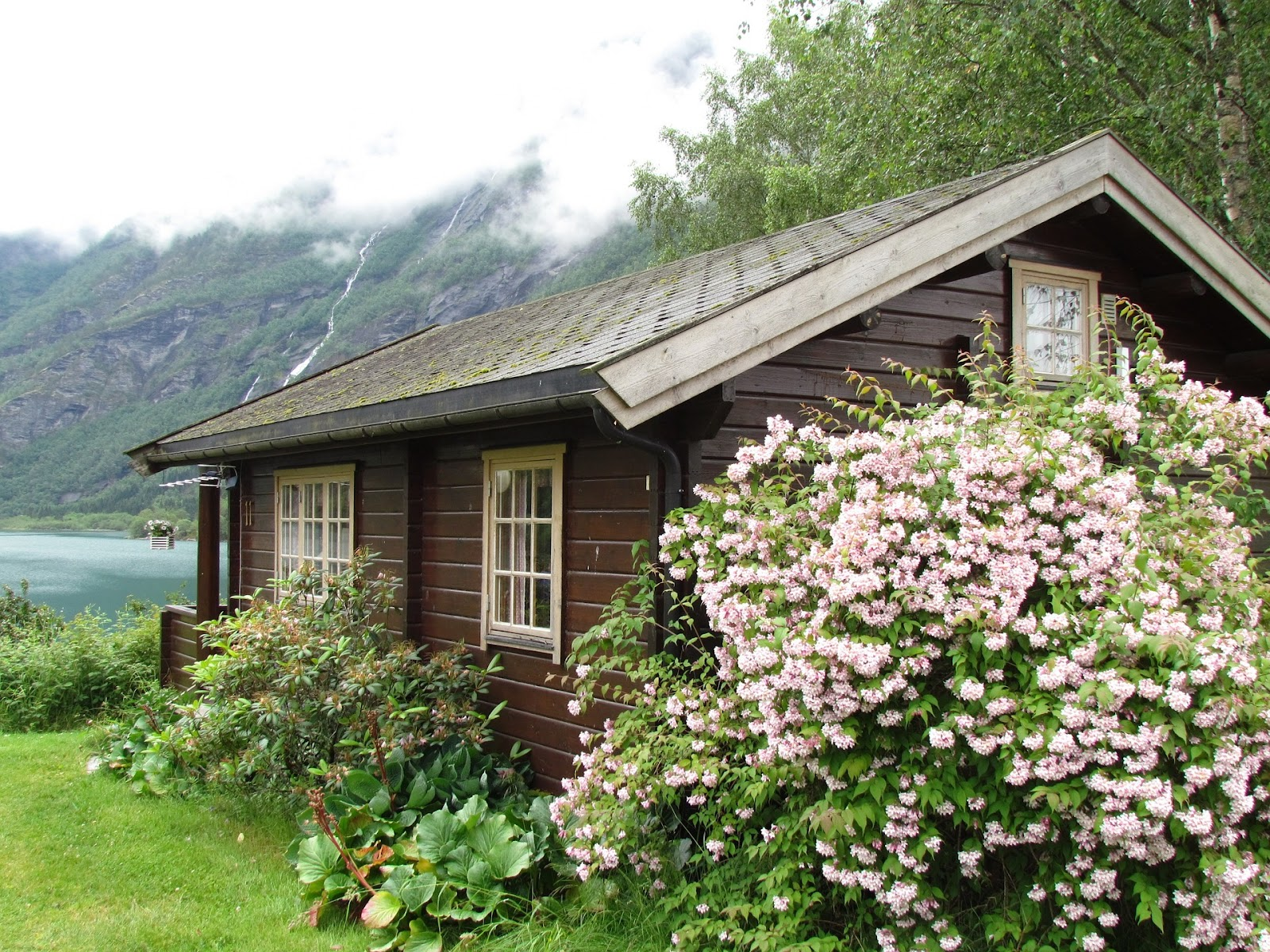 The hippy home a conversation on living simply - Paisajes de casas de campo ...