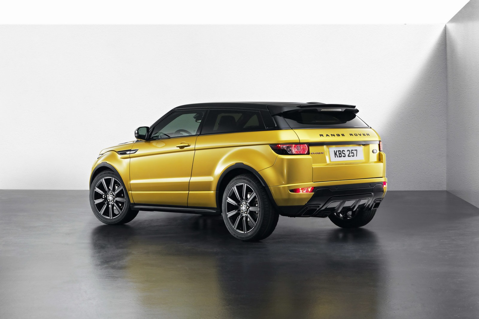 land rover kills three door range rover evoque in u s. Black Bedroom Furniture Sets. Home Design Ideas