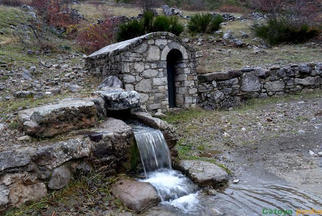 A la salida de Torre de Babia nos encontramos con una fuente
