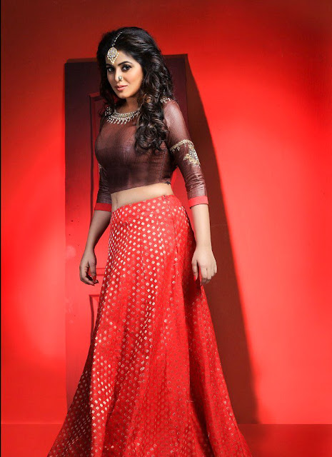 Actress poorna latest photoshoot pics