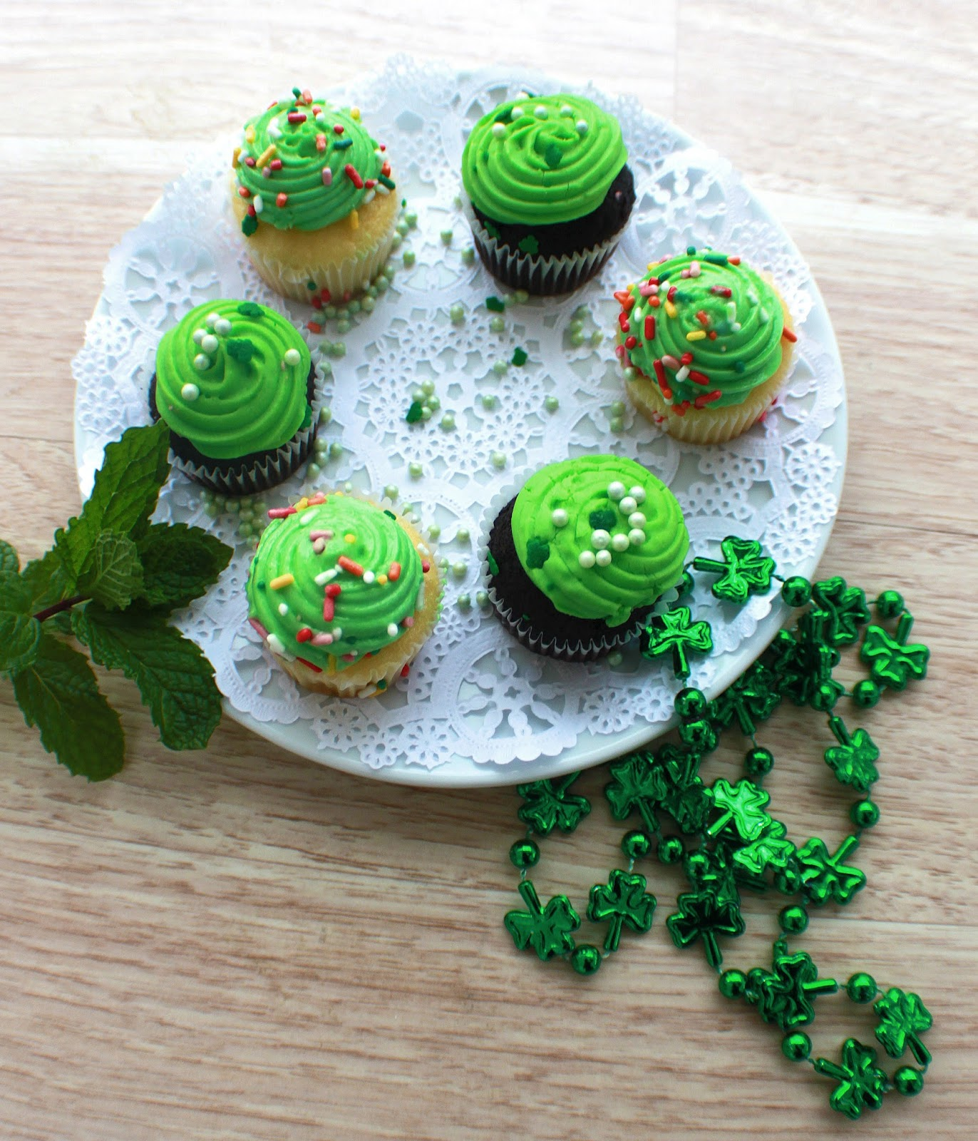 vanilla irish cream cupcakes and chocolate stout beer cupcakes chocolate cupcakes and vanilla  cupcakes made with stout beer for St Patricks Day on a plate