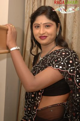 LOVE LIFE Praveena Anchor In Black Saree Photo Album