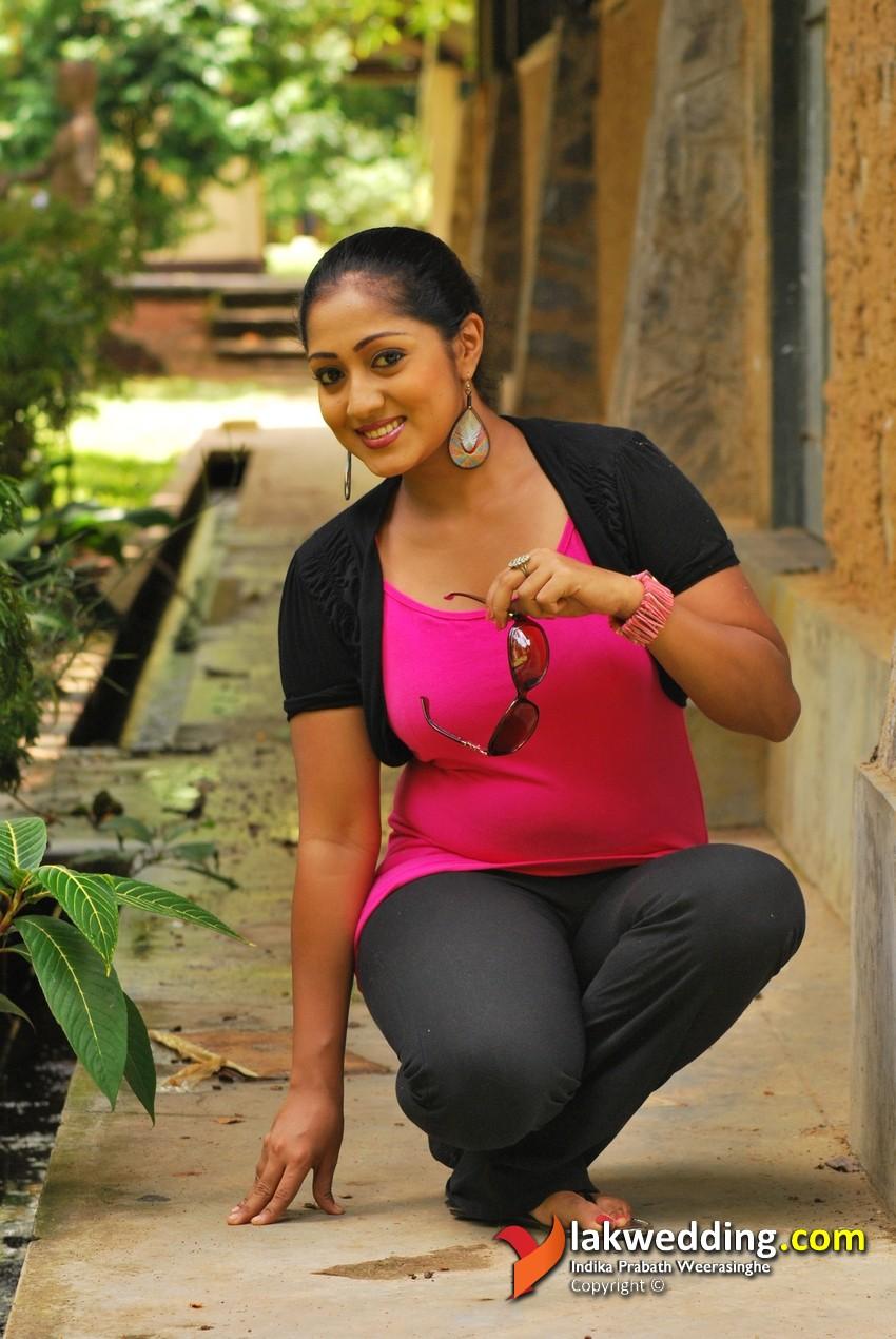 Hot And Sexy Sri Lanka Actress Dilni Lakmali New Photos -9828