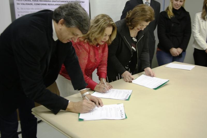 O documento foi assinado Maria Helena Sartori, Maria Elizabeth Pereira, Antônio Cesa Longo e por Ricardo Schinestsck Rodrigues - Foto: Ascom SDSTJDH -