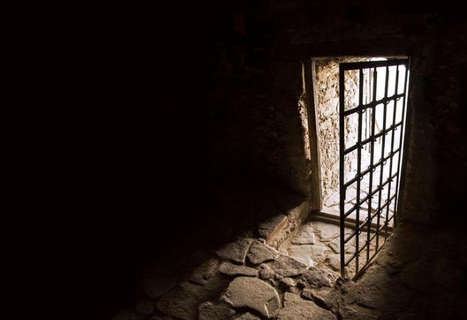 إيداع عشيقين متزوجين السجن بسبب نشر صور في أوضاع مخلة بضواحي مراكش