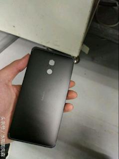 Logam bagian belakang Nokia  (diduga)