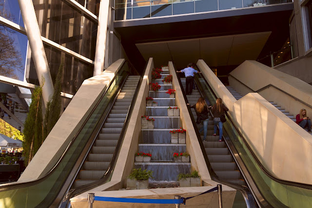 ESCALERA INGRESO AL MALL